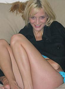 Cute Blond Marilyn In Tiny Blue Bikini - Picture 1